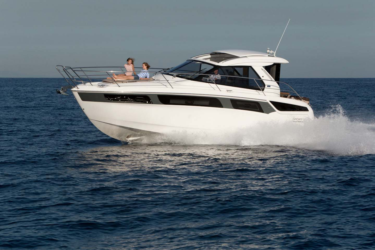 Bavaria sport 360 coupe best of boats award for Best boat for fishing and family fun
